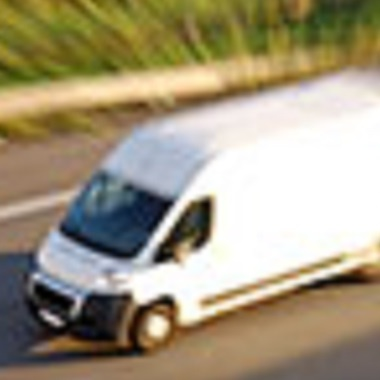 Ist für unentgeltliches Aufladen eines Elektroautos BEIM Arbeitnehmer ein Sachbezug anzusetzen?